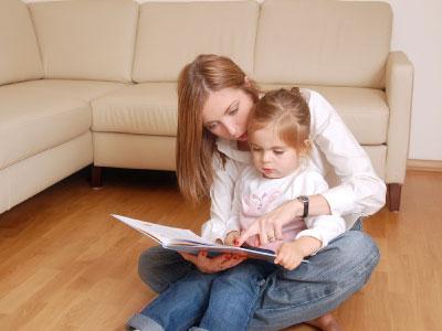 mama-hija-leyendo